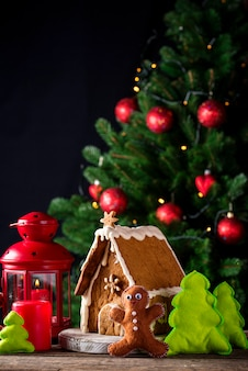 Casa decorativa caseira de gengibre de natal