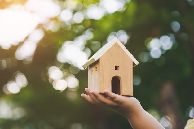 Casa disponível, todo o conceito de casa. compre uma casa. casa para venda e aluguel com reparo