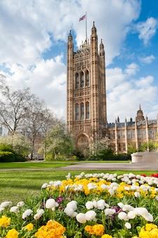 Casa do parlamento em londres na primavera
