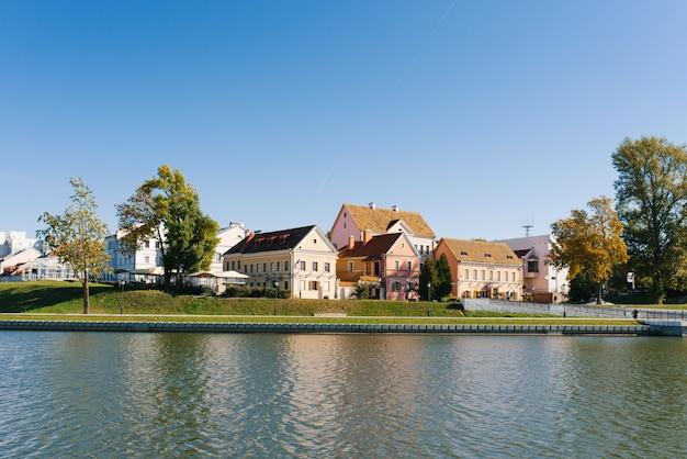 Casa do subúrbio da trindade e do rio svislach