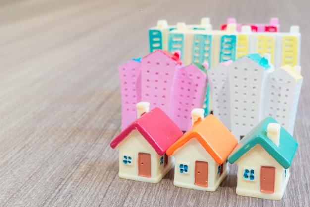 Casa e edifício de apartamentos modelos em miniatura