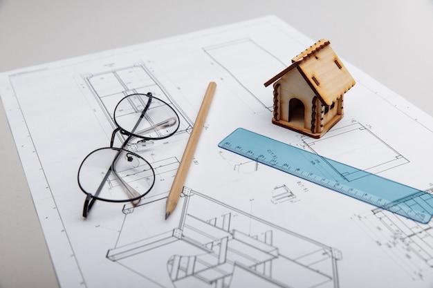 Casa e vidros com planta arquitetônica