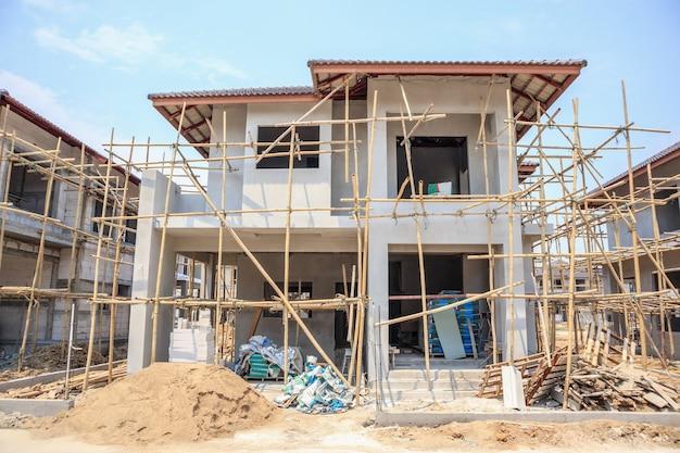 Casa em construção no canteiro de obras