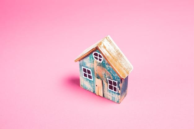 Casa em rosa. comprando uma casa
