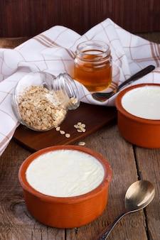 Casa feita iogurte grego em claypot