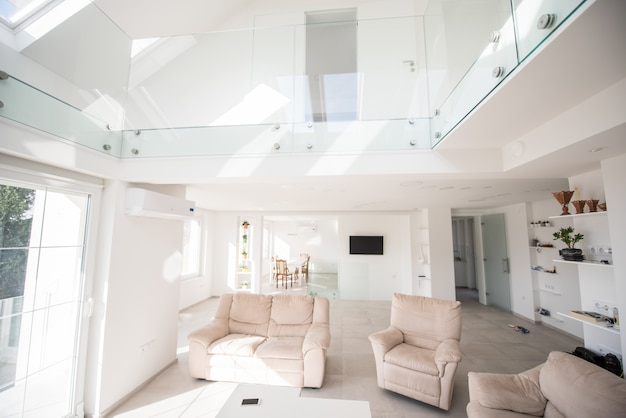 Casa interior moderna branca nova dentro