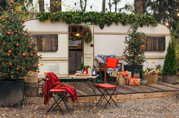 Casa móvel decorada com decoração de natal