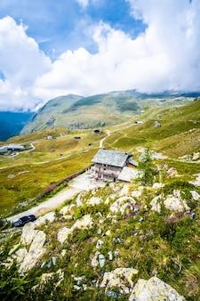 Casa no alto das montanhas
