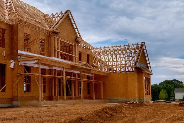 Casa nova armação da casa debaixo de construção de viga