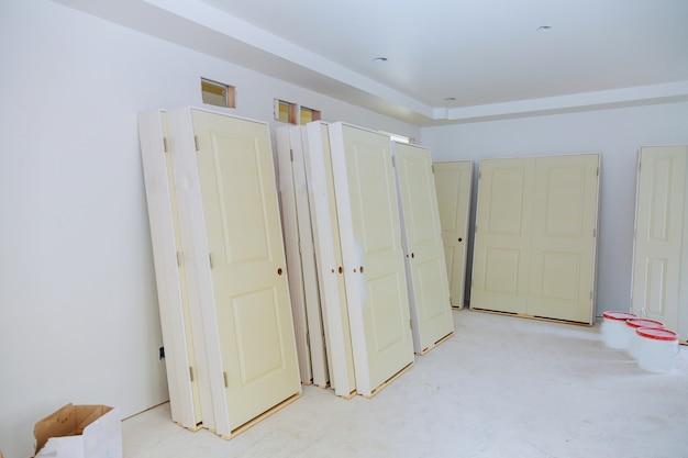 Casa nova as portas de instalação