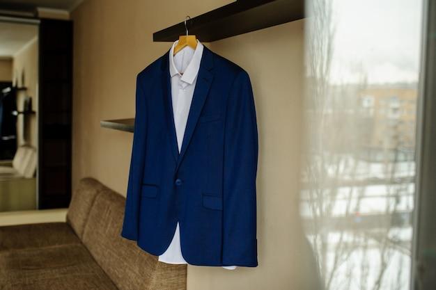 Casaco azul para homem
