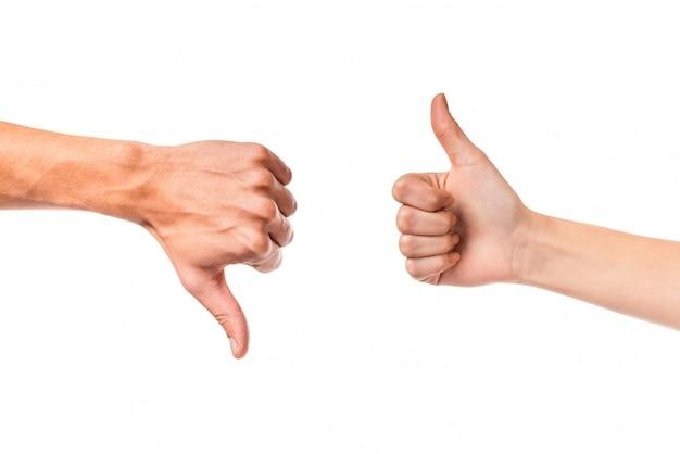 Casais jovens mão sinal isolado