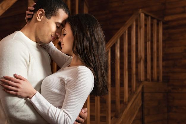 Casal adorável juntos no amor