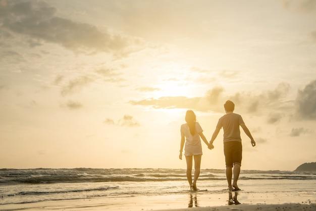 Casal amante na praia