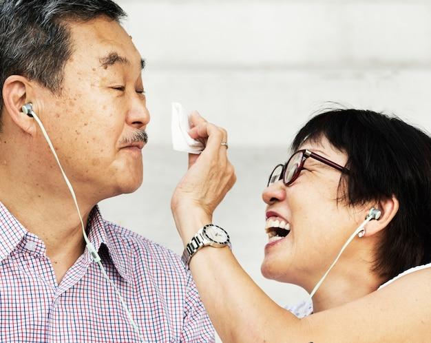 Casal asiático sênior