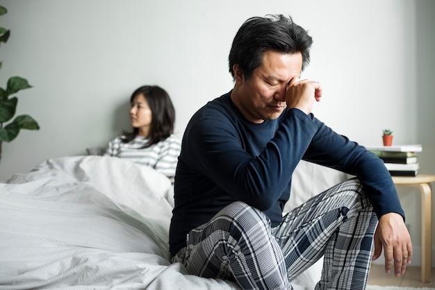 Casal asiático tem um argumento