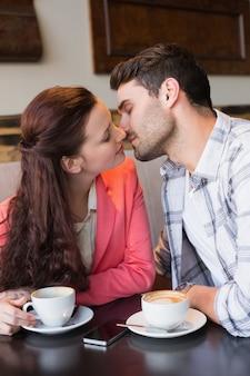 Casal bonito em uma data