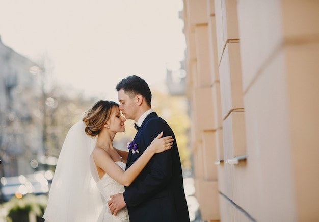 Casal bonito na rua