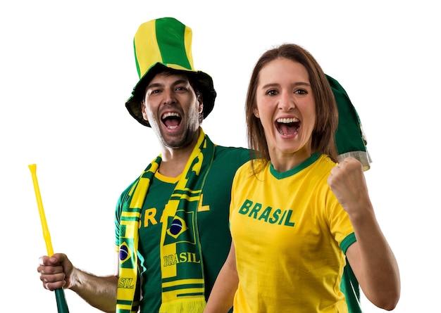 Casal brasileiro comemorando em a.