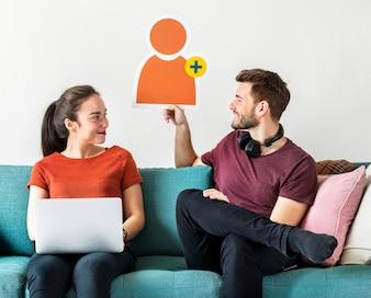 Casal com ícone de avatar de pedido de amizade