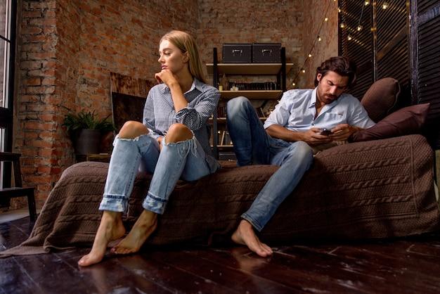 Casal com problemas de relacionamento