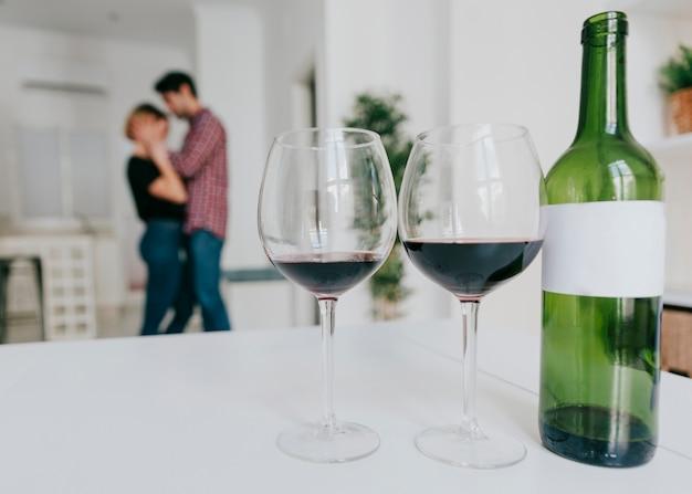 Casal dançando após o vinho