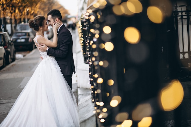 Casal de casamento na frança