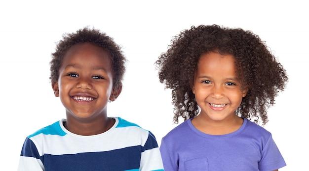 Casal de crianças afro-americanas