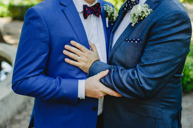 Casal de gays se casando
