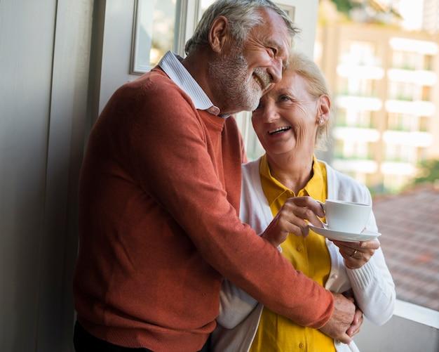 Casal de idosos diariamente estilo de vida felicidade