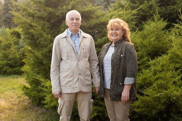 Casal de idosos feliz apaixonado