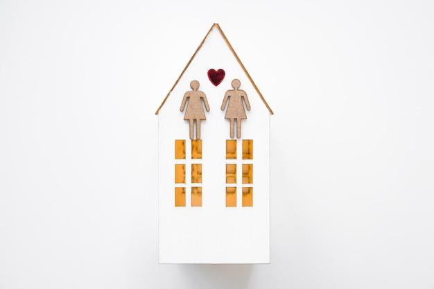 Casal de lésbicas na casa de brinquedo