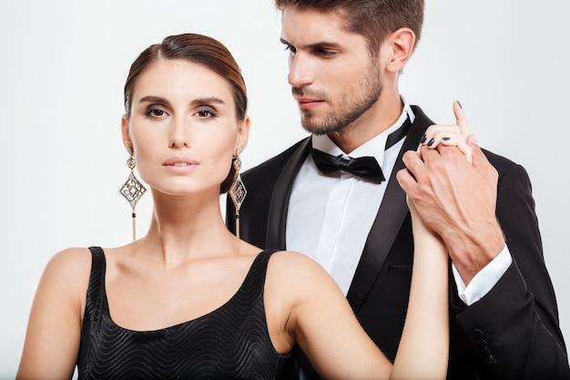 Casal de negócios colhidos. cara segurando a mão da garota
