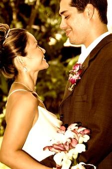Casal de noivos no perfil