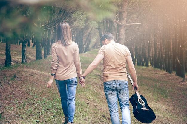 Casal e violão