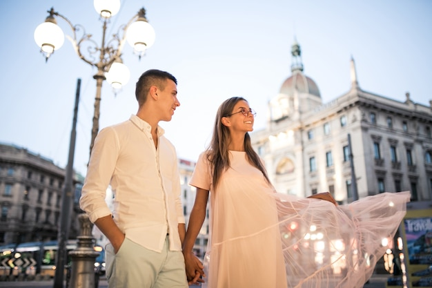 Casal em lua de mel em milão