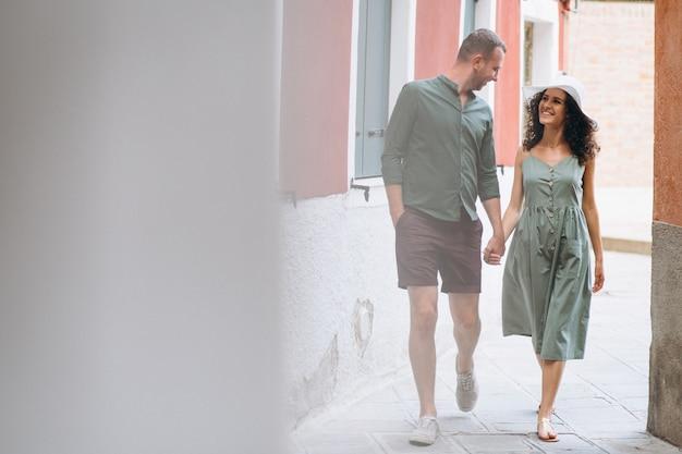 Casal em lua de mel em veneza