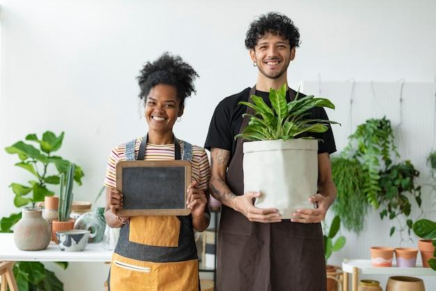 Casal feliz, proprietários de pequenas empresas