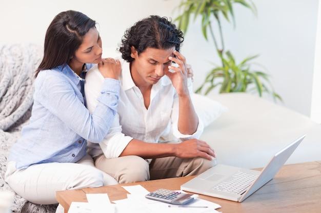 Casal frustrado subestimou suas despesas