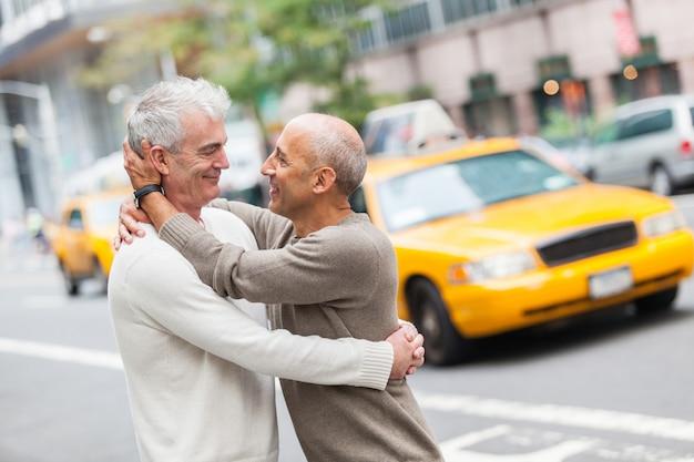 Casal gay com tráfego em nova york