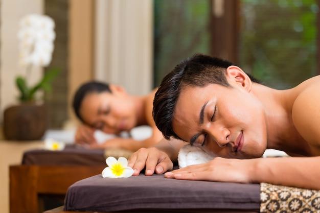 Casal indonésio, tendo, wellness, massagem