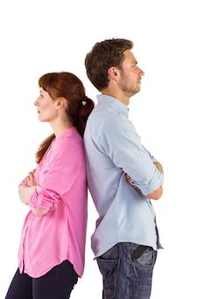 Casal irritado, ignorando o outro
