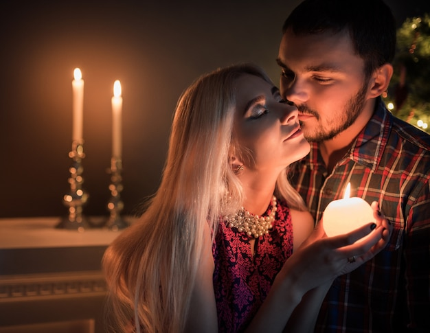 Casal jovem bonito homem e mulher
