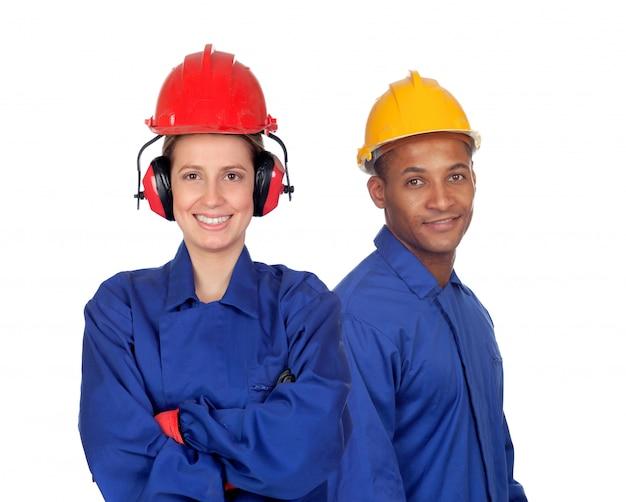 Casal jovem com segurança de trabalhadores de vestuário no trabalho