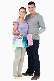 Casal jovem com suas compras