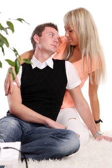 Casal jovem e atraente feliz