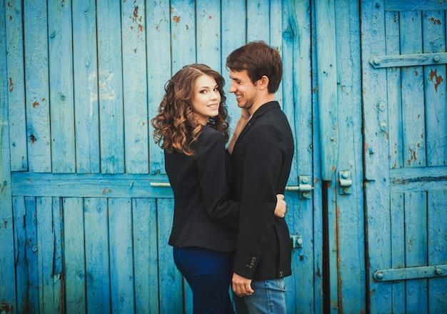 Casal jovem romântico