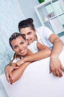 Casal jovem ter um bom tempo