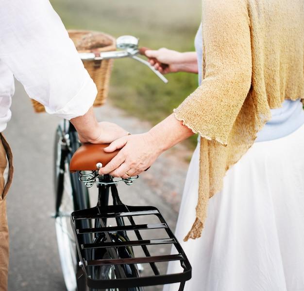 Casal marido mulher alegre caucasiano romatic conceito