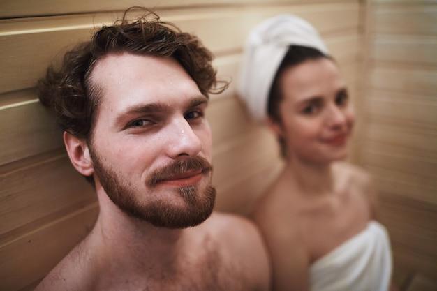 Casal na sauna